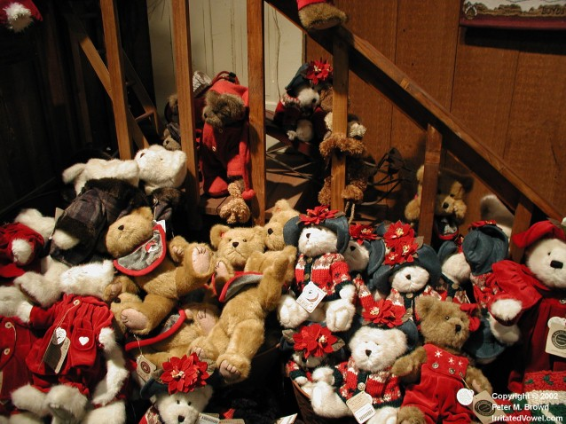 Boyds Christmas Bears on Stairs (Preview)